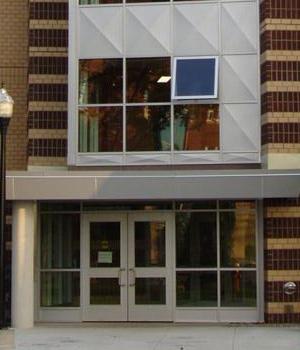_0016_udem-residence-entrance
